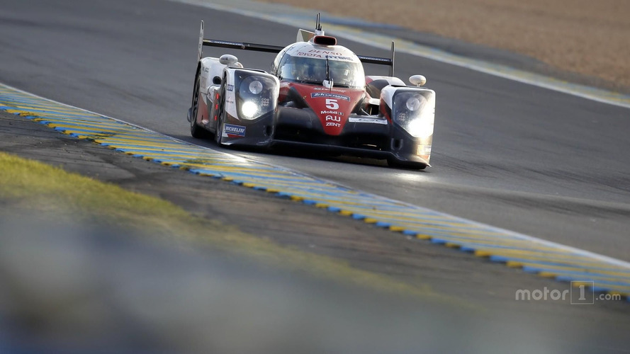Le Mans 24 Hours: Toyota leads Porsche into closing stages