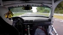 VIDÉO - À 280 km/h sur le Nürburgring, il perd sa portière !