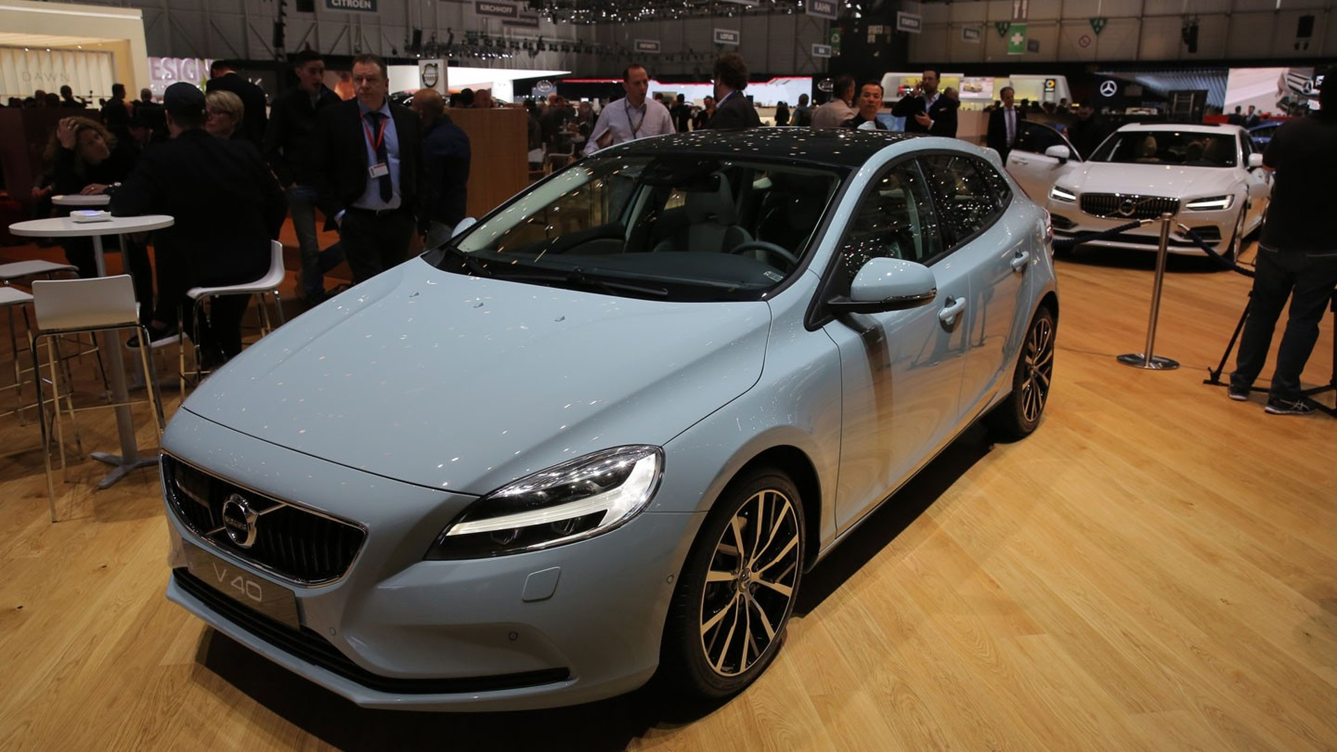 volvo v40 brings discreet facelift to geneva. Black Bedroom Furniture Sets. Home Design Ideas
