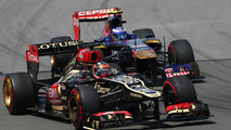 Red Bull opinions split over Webber successor