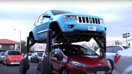Il ne vole pas, et pourtant ce Cherokee surplombe le trafic