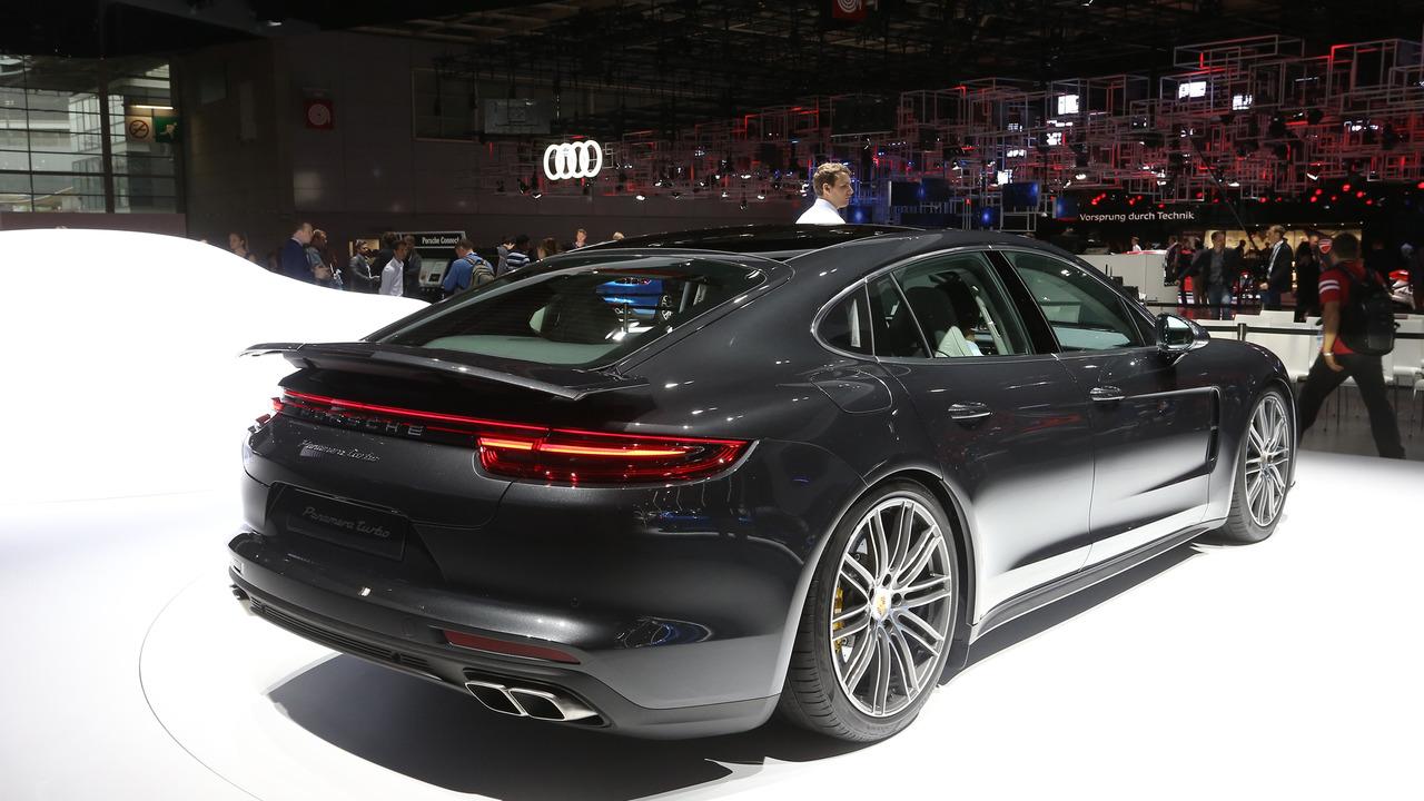 2016 Porsche Panamera Paris Motor Show