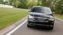 2014 Chrysler Town & Country comes into focus
