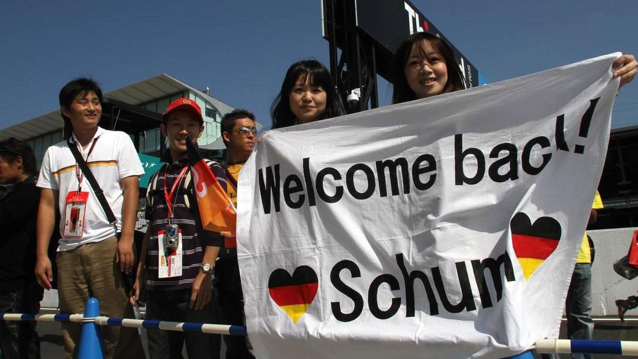 Japanese fans, Michael Schumacher (GER), Mercedes GP - Formula 1 World Championship, Rd 16, Japanese Grand Prix, 07.10.2010 Suzuka, Japan