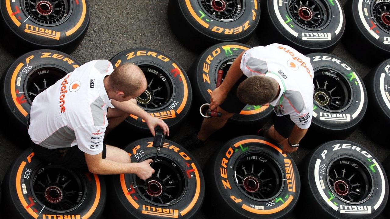 McLaren mechanics with Pirelli tyres 22.08.2013 Belgian Grand Prix