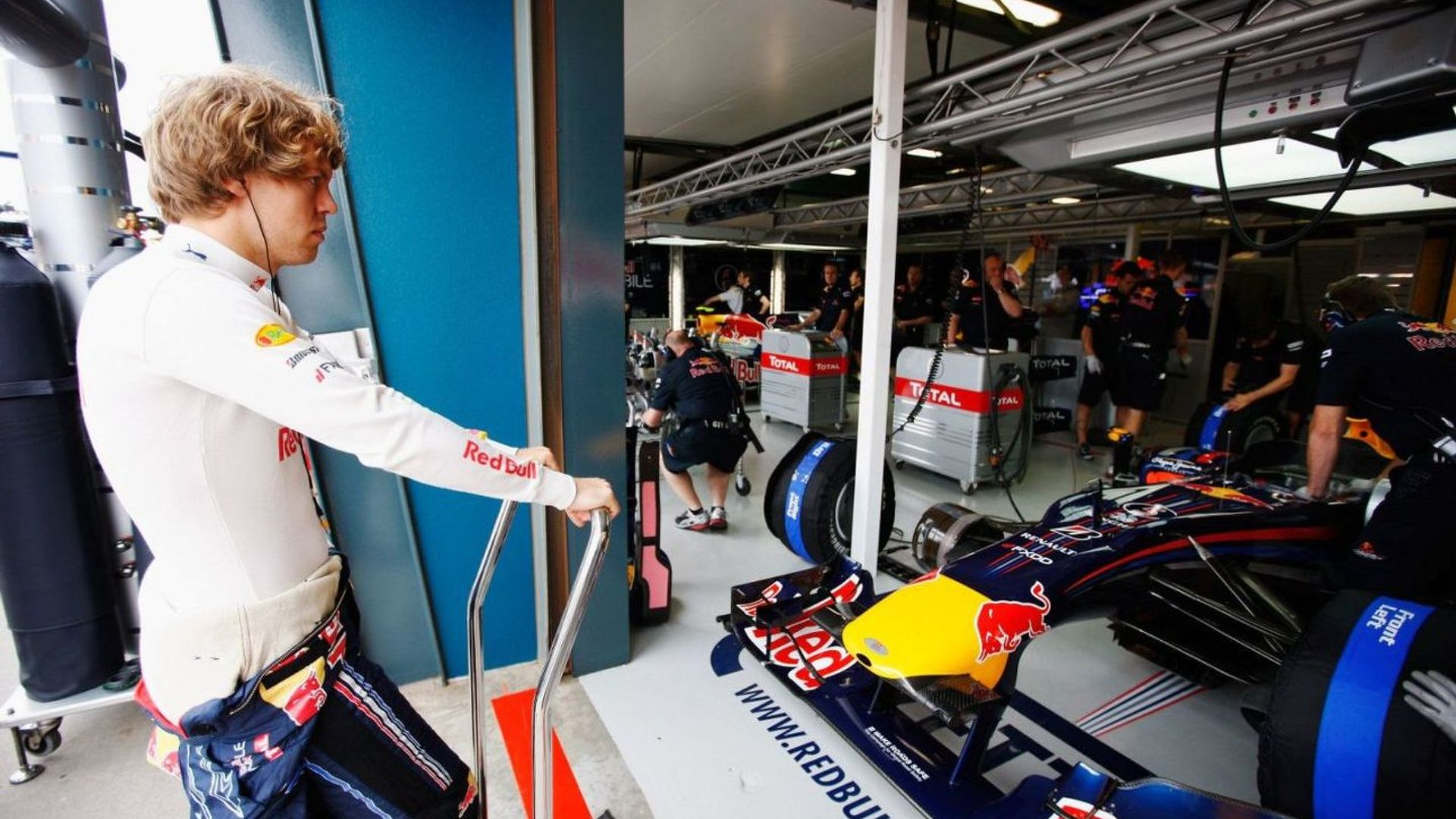 Vettel defect revealed - wheel damaged by loose nut