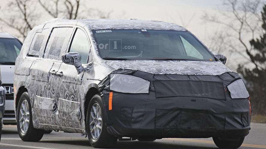 2017 Chrysler Town & Country ditches camo ahead of Detroit debut