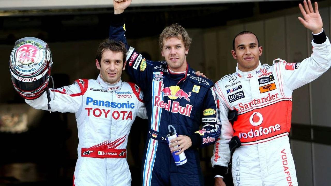 Jarno Trulli (ITA), Toyota Racing 2nd, Sebastian Vettel (GER), Red Bull Racing in pole position, Lewis Hamilton (GBR), McLaren Mercedes 3rd, Japanese Grand Prix, Saturday Qualifying, Suzuka, Japan, 03.10.2009