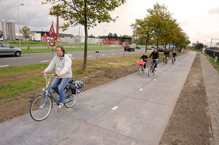 Amsterdam Gets World's First Solar Bike Path