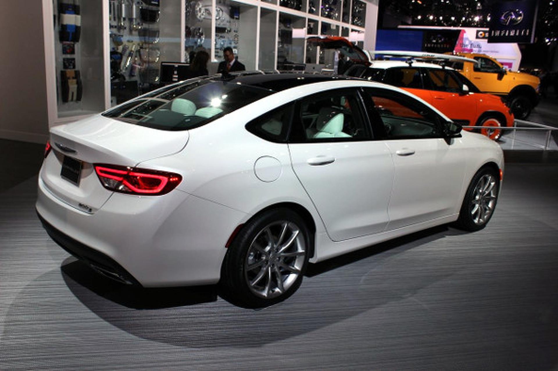 Chrysler 200 Shows Off New Looks, New Power in Detroit