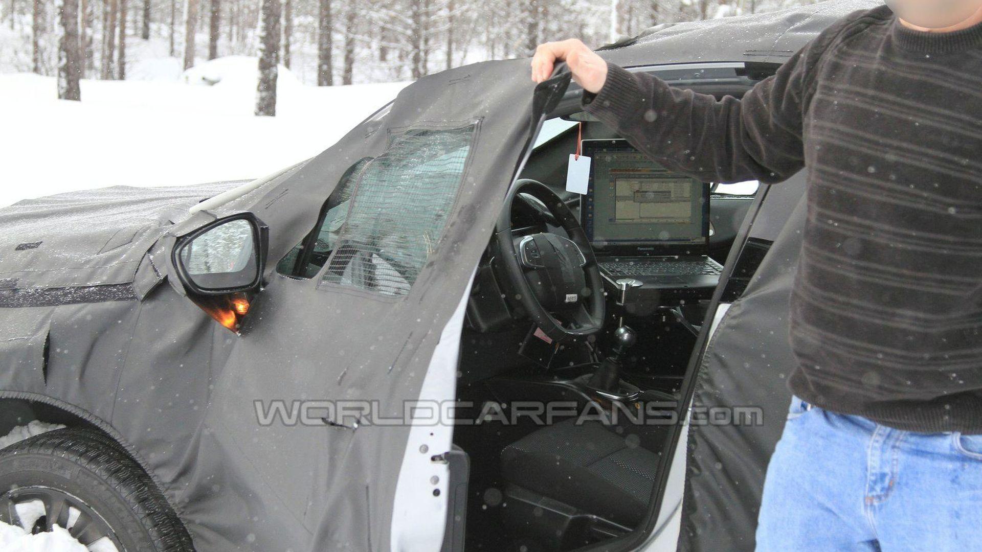 Citroen DS4 Pursued by Spy Photographer Loses Control - Reveals 5-door