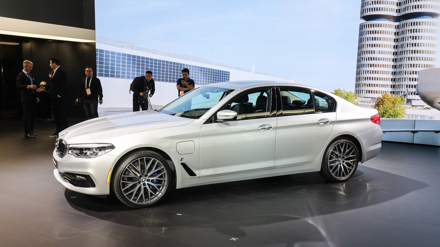2018 BMW 530e iPerformance brings sporty hybrid powertrain to Detroit