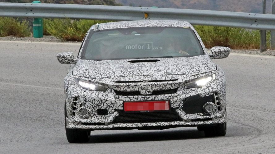 2018 Honda Civic Type R prototype has hood scoop
