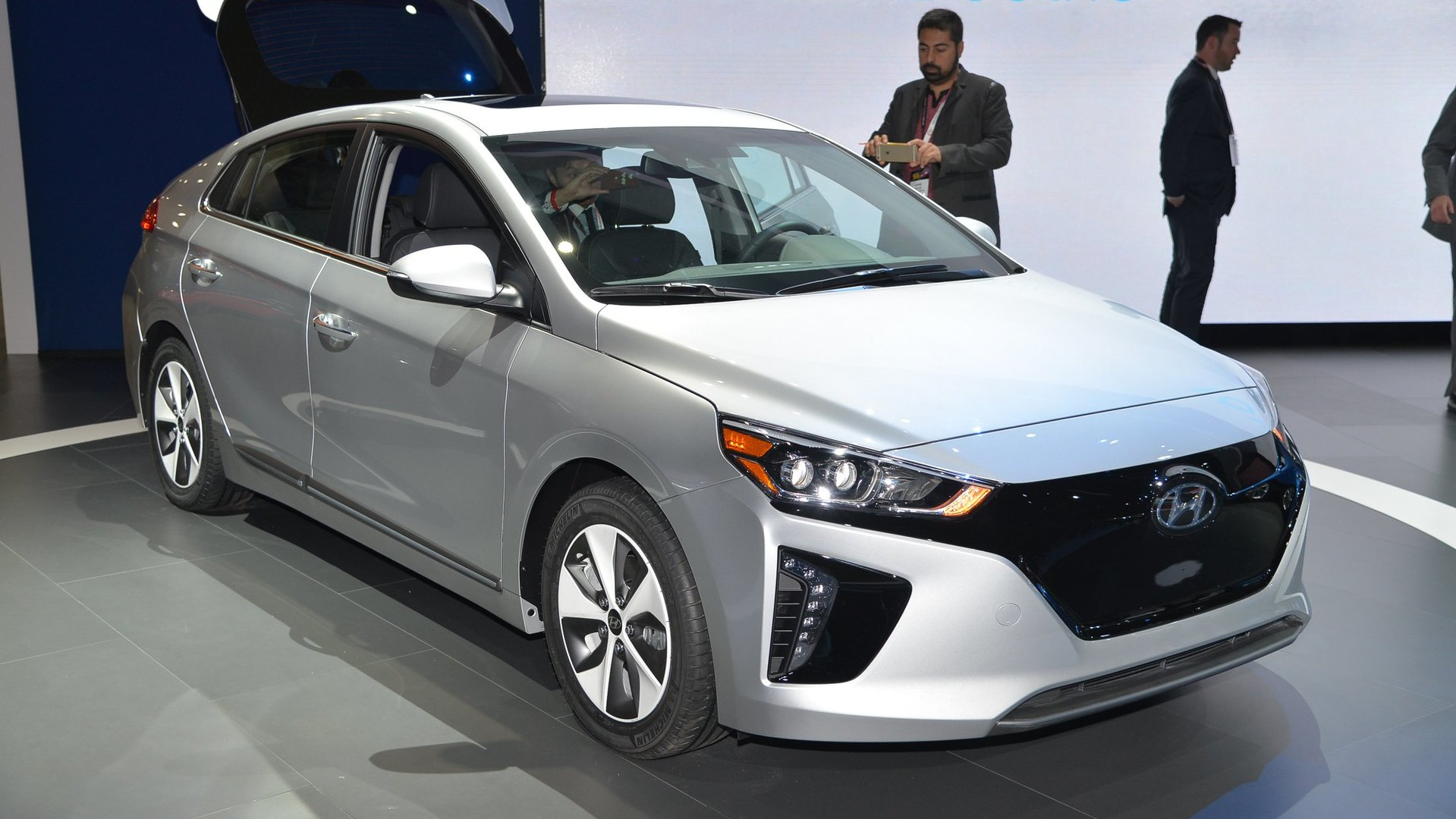 hyundai ioniq ev to have 250 mile range by 2020. Black Bedroom Furniture Sets. Home Design Ideas