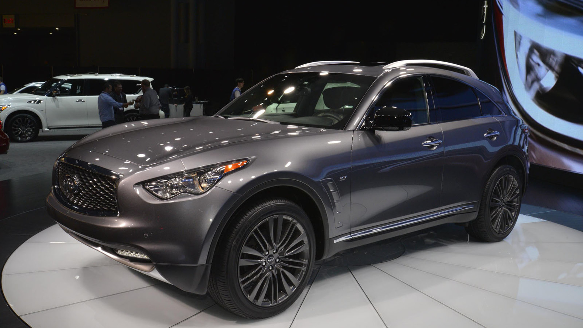 infiniti qx70 limited brings luxury tweaks to an aging model. Black Bedroom Furniture Sets. Home Design Ideas