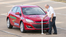 Vauxhall attempts to set 18 speed endurance records in 24 hours with an Astra [video]