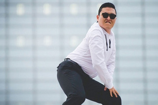 Psy Crashes His Rolls-Royce into a Bus, Leaves in Porsche