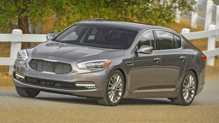 2016 Kia K900 gains a new entry-level variant with a V6 engine