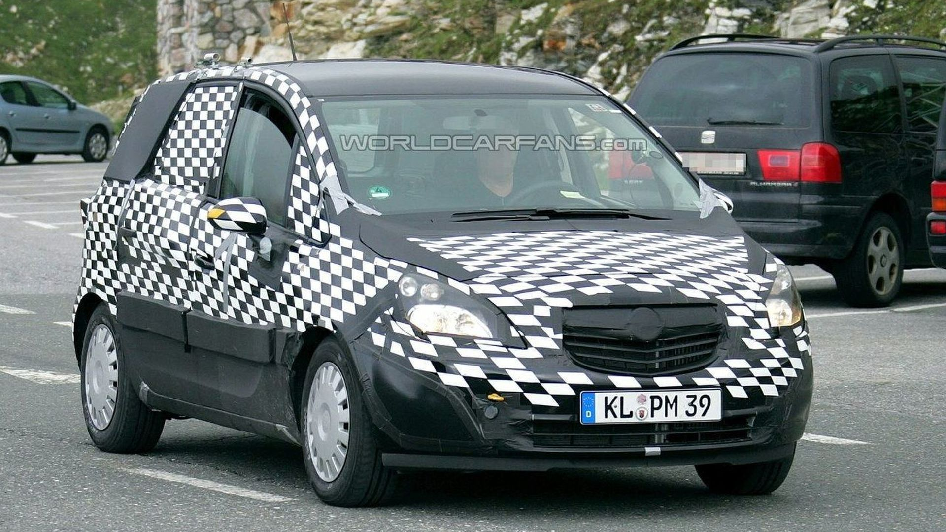 New Opel Meriva Engine and Interior Spied