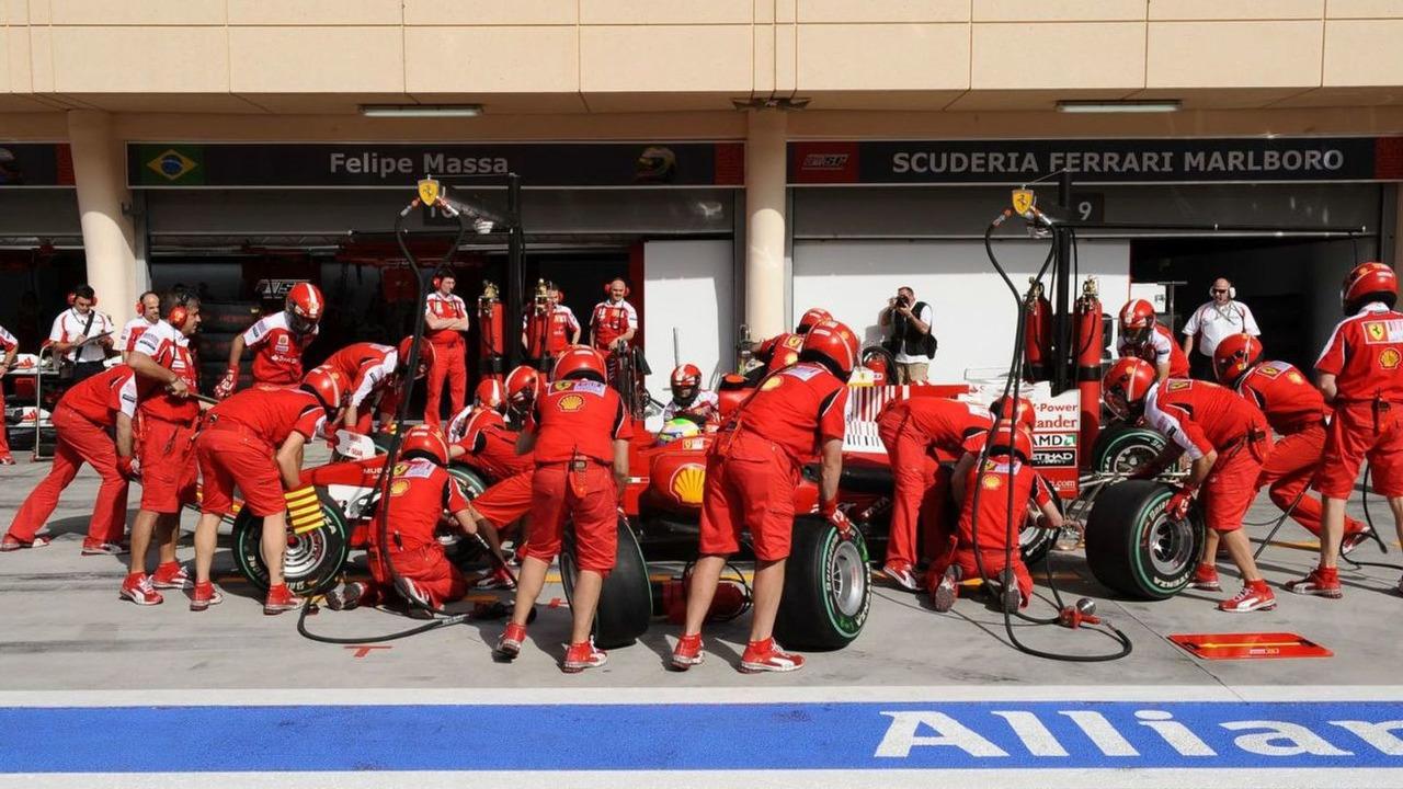 Scuderia Ferrari team tire change pit stop, Bahrain Grand Prix, 14.03.2010 Sakhir, Bahrain