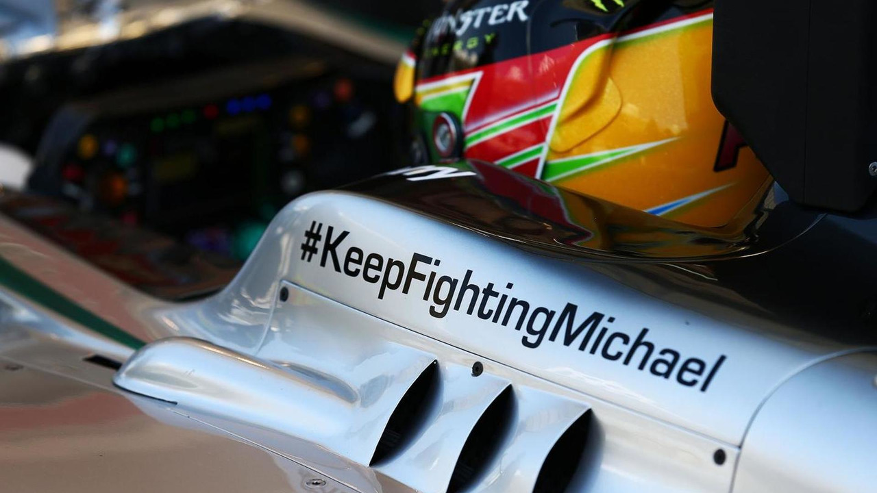 Lewis Hamilton (GBR) running a message of support for Michael Schumacher / XPB