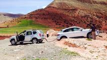 Dacia Duster rescues Porsche Macan