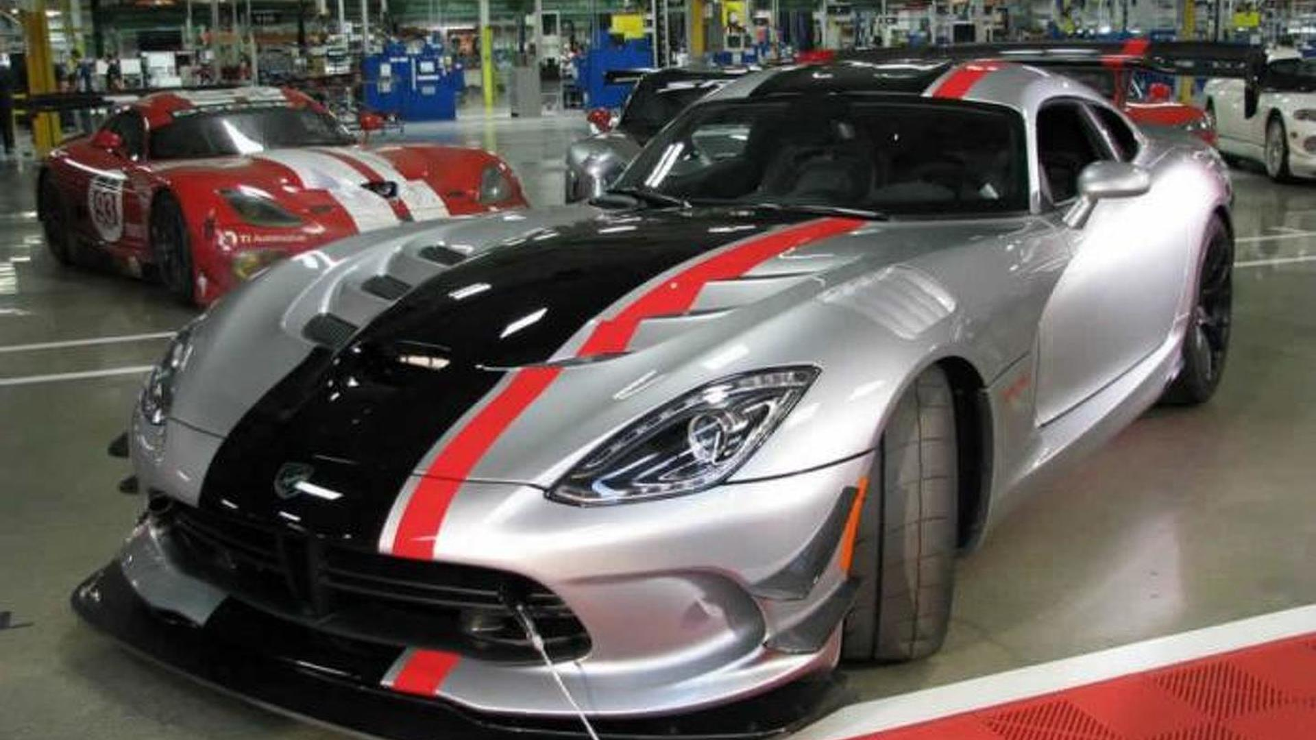 Dodge shows off 2016 Viper ACR in live images