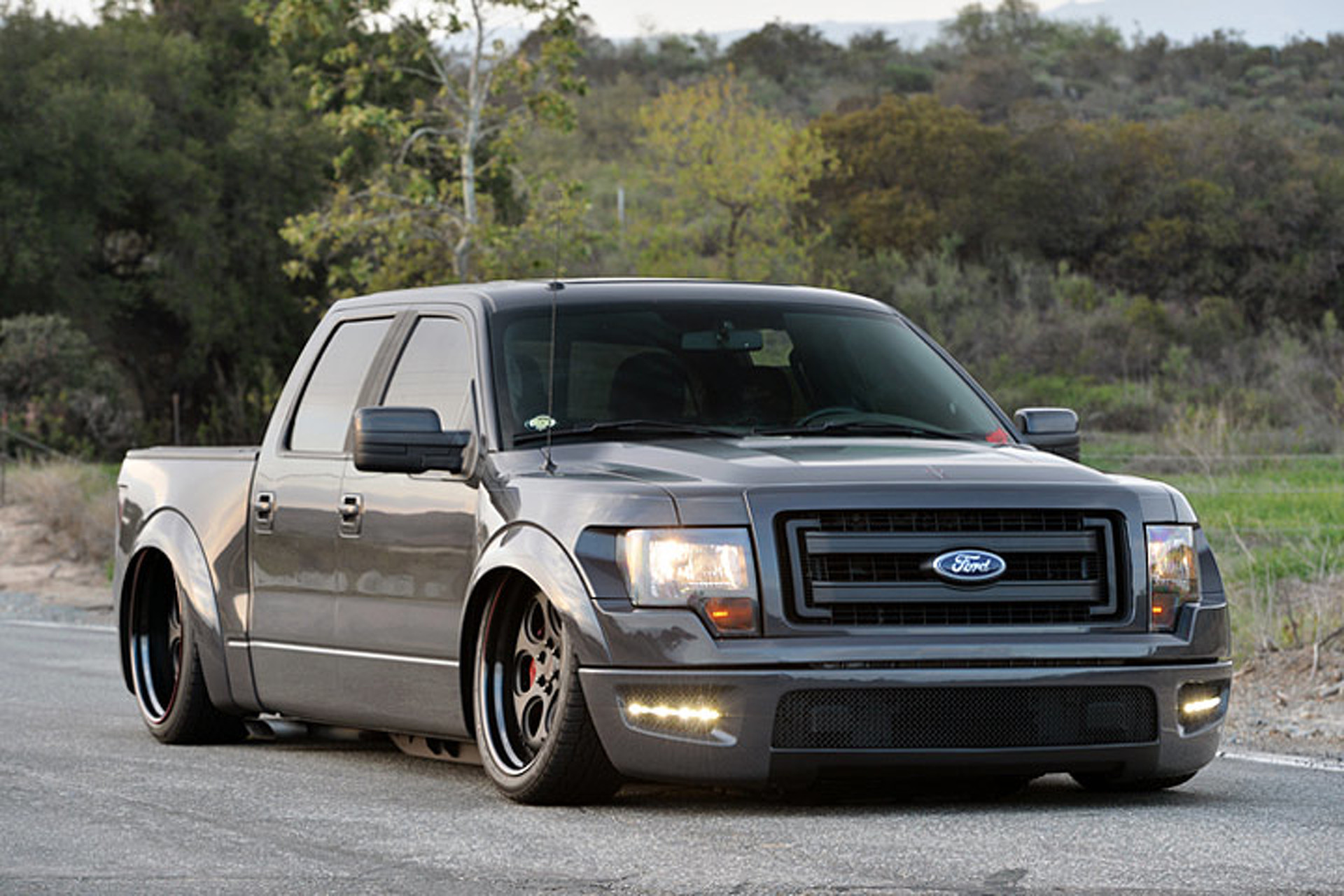 slammed ford f 150 proves altitude isn t everything. Black Bedroom Furniture Sets. Home Design Ideas