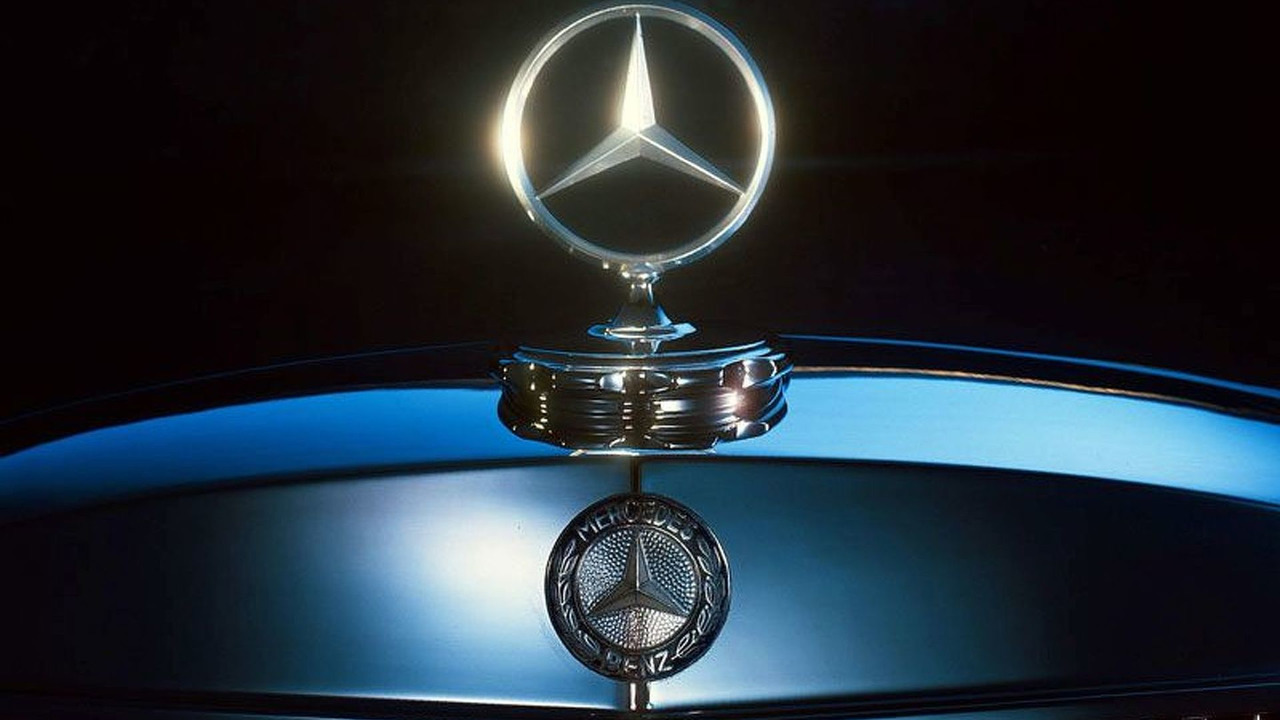 Mercedes-Benz Silver Shining Star Exhibition