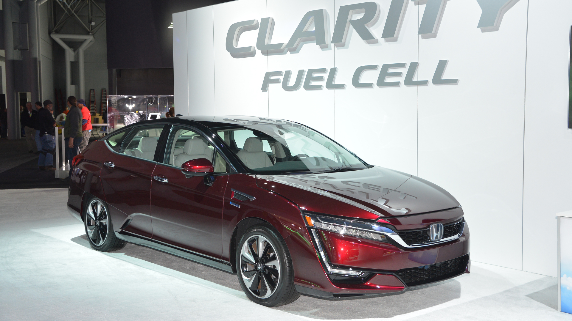 2017 Honda Clarity Fuel Cell bets on hydrogen in New York