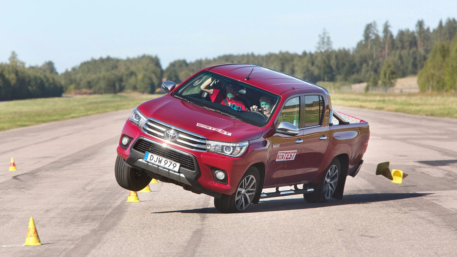 2016 Toyota Hilux fails Sweden's dreaded moose test
