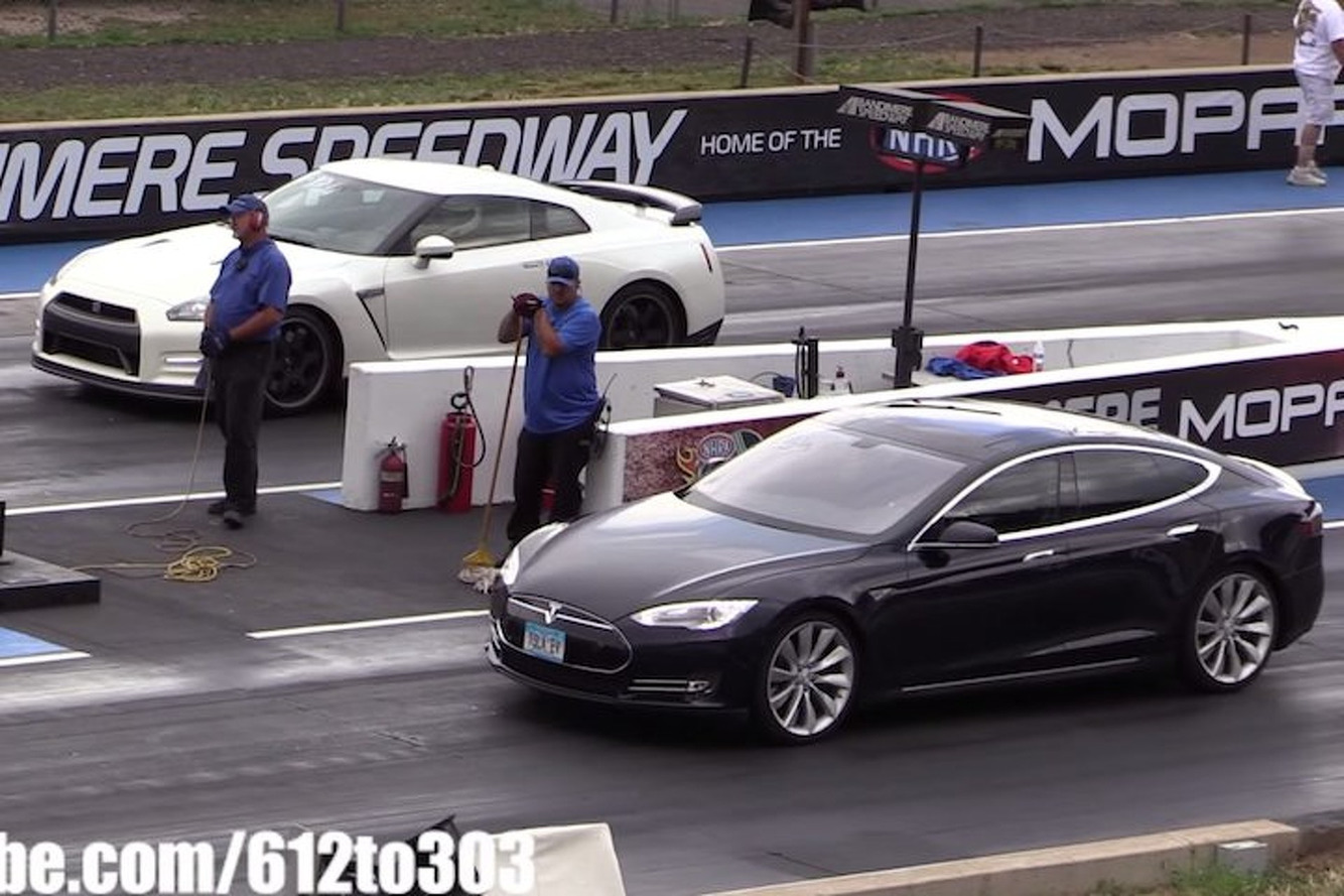 Who Wins In Nissan GT-R vs Tesla Model S Drag Race? [Video]
