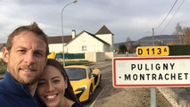 Jenson Button and Jessica Michibata / Official Twitter channel