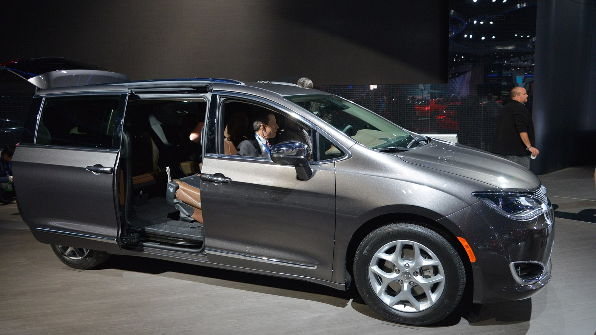 chrysler retires town country to make room for 2017 pacifica video added. Black Bedroom Furniture Sets. Home Design Ideas