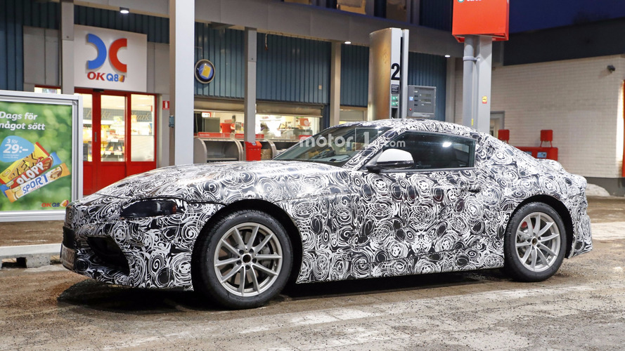 PHOTOS - La Toyota Supra surprise en plein ravitaillement !