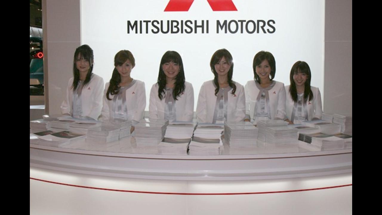 So muss es im Himmel für Motorjournalisten ausschauen: freundliche Engel und viel Lektüre über Autos