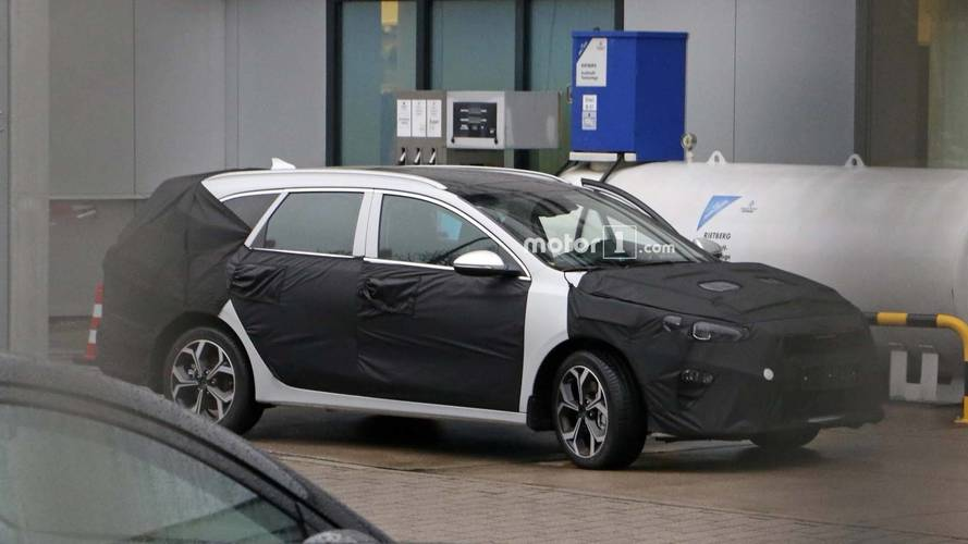Kia cee'd Sportswagon Spied Fueling Up At Kia Facility