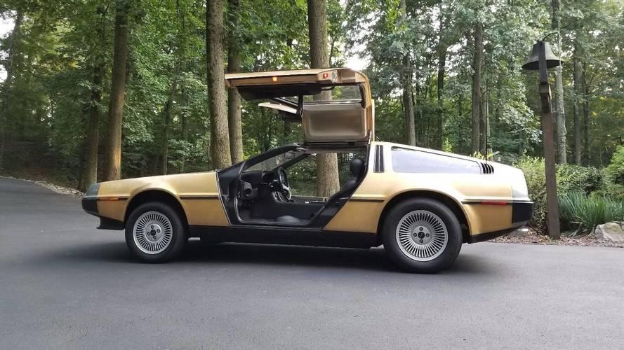 DeLorean DMC-12 chapado en oro, una rareza a la venta en eBay