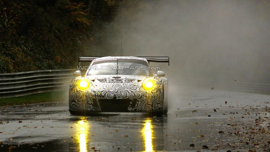 2015 Porsche 911 RSR spied on a wet Nurburgring