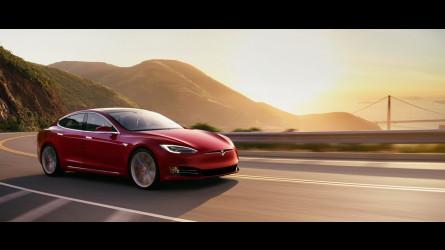 Tesla, come va l'ultima versione dell'Autopilot [VIDEO]