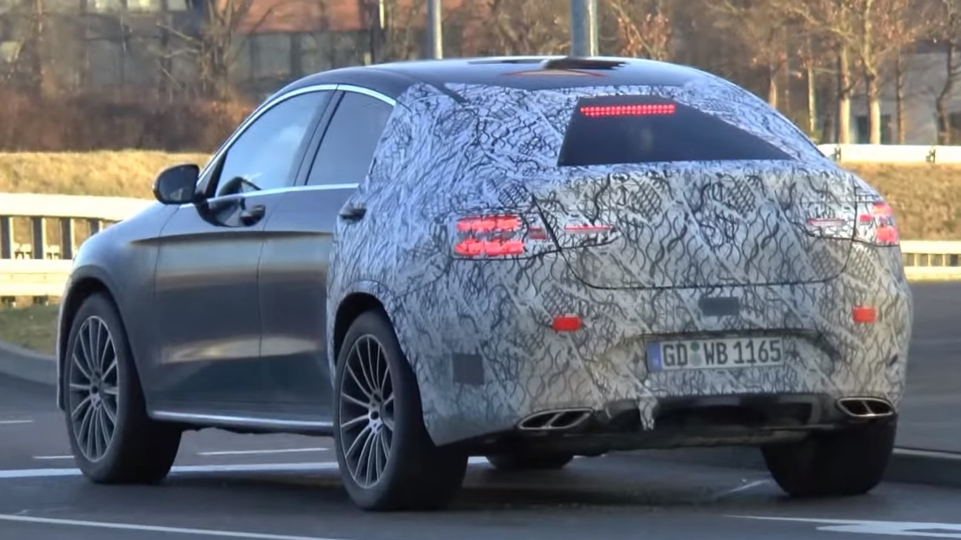 New Gle Coupe 2019 >> Mercedes GLC 450 AMG Coupe spied from behind [video]