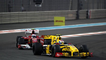 Vitaly Petrov (RUS), Renault F1 Team leads Fernando Alonso (ESP), Scuderia Ferrari, F10 - Formula 1 World Championship, Rd 19, Abu Dhabi Grand Prix, 14.11.2010