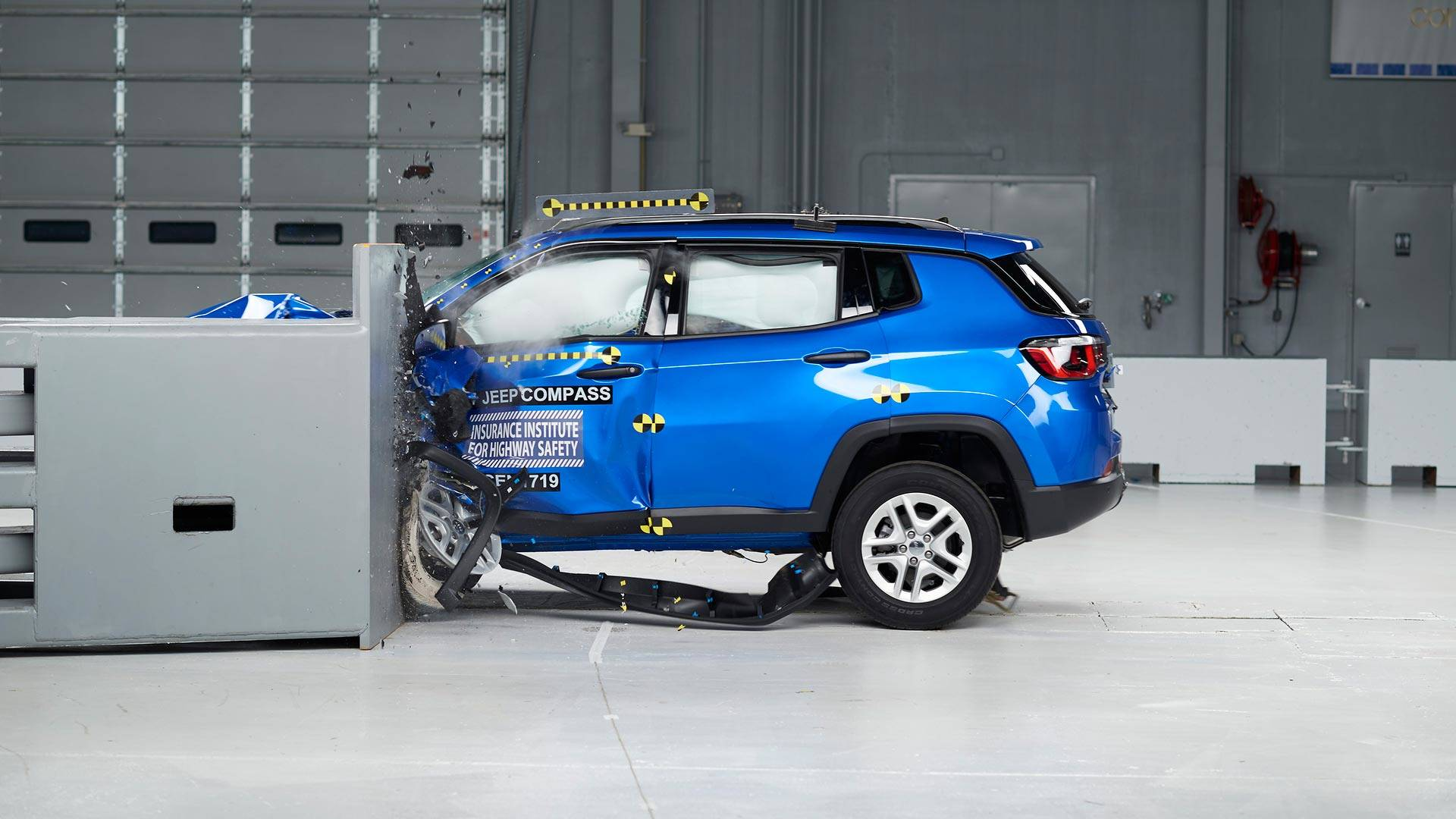2017 jeep compass scores top safety pick rating from iihs. Black Bedroom Furniture Sets. Home Design Ideas