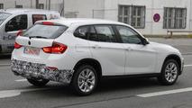 2013 BMW X1 Facelift first spy photos 02.12.2011