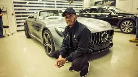 Hamiltont lenyűgözte a minőség-ellenőrzés a Mercedes gyárában