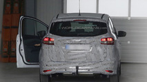 2015 Ford C-Max facelift spied wearing less disguise
