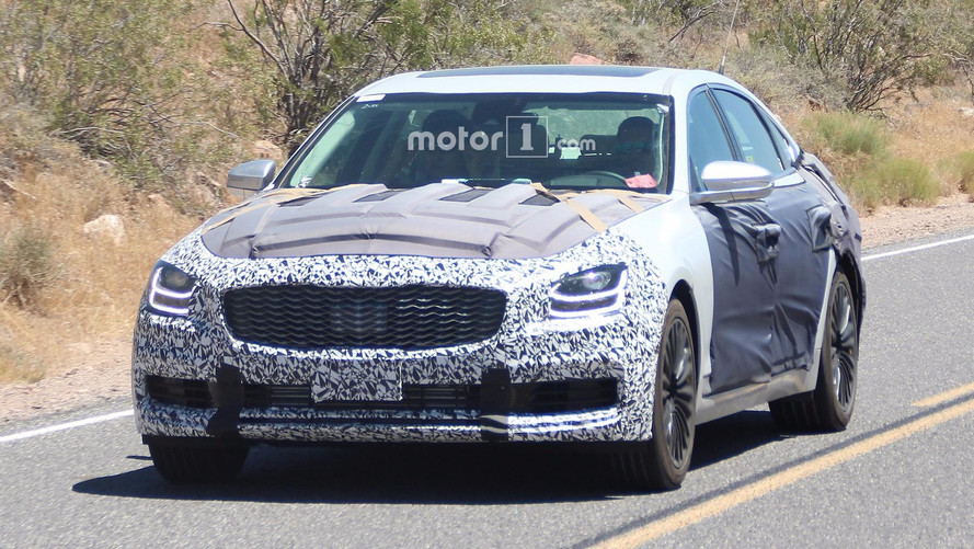 2019 Kia K900 Spy Photos Show Off A Stinger-Inspired Design