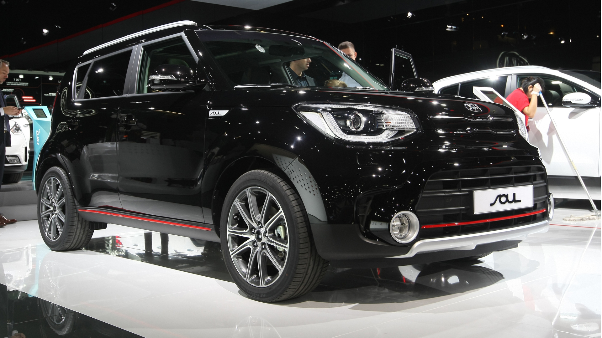 Facelifted kia soul sx bows in paris with 201 hp turbo motor for Kia motor company usa