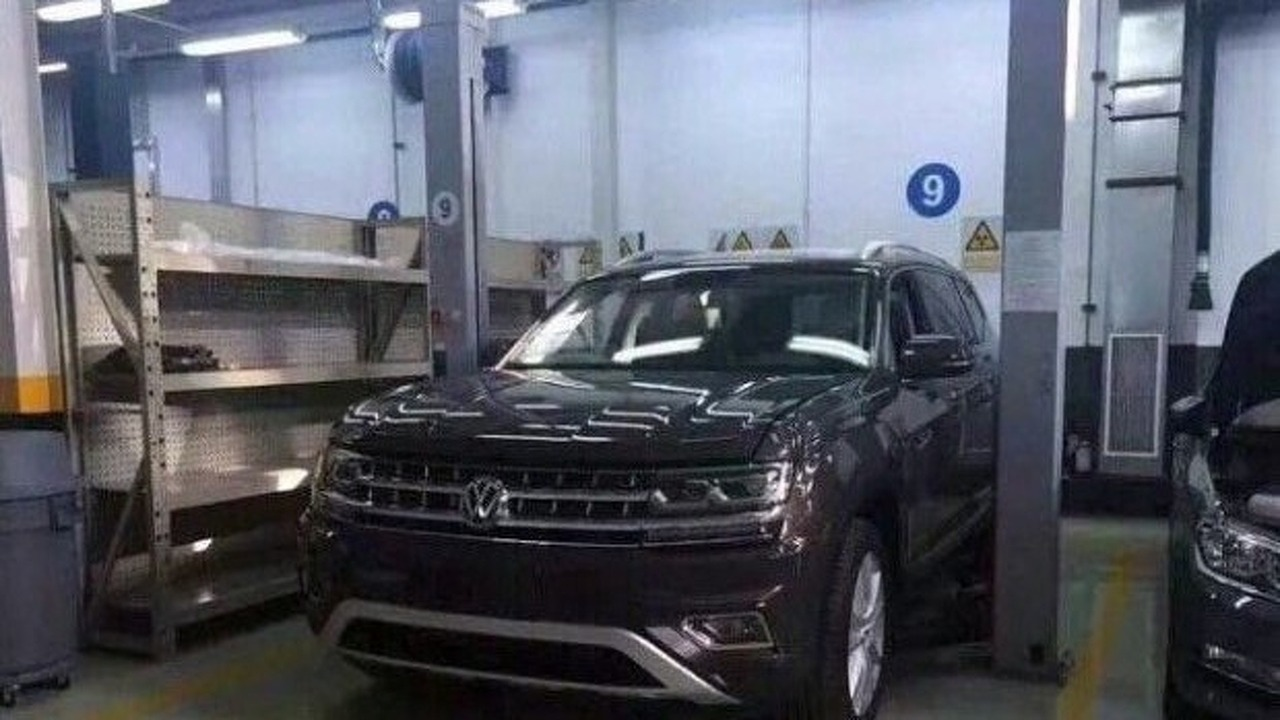 VW Teramont spy photo