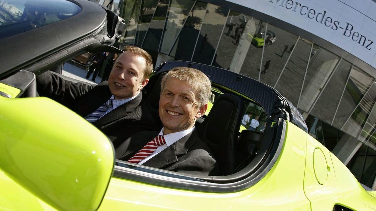 Strategic partnership: Daimler acquires stake in Tesla